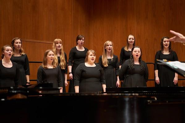 2016_UWL_Womens_Choir_003