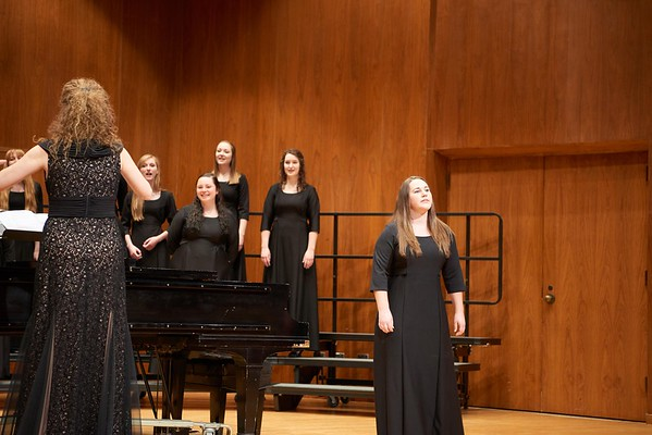 2016_UWL_Womens_Choir_006