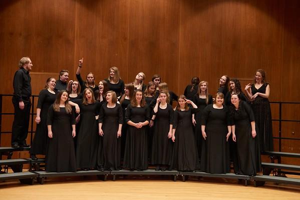 2016_UWL_Womens_Choir_009