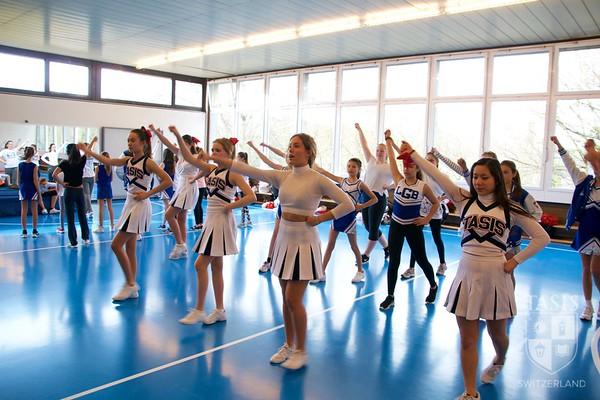 TASIS Cheerleaders lead cheerleading clinic!