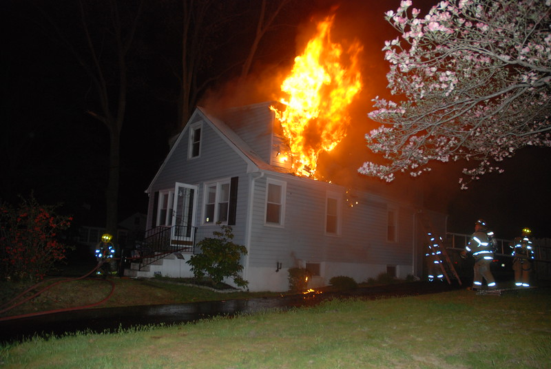 4/29/2015 (Gloucester County) DEPTFORD - 716 Tanyard Road - Dwelling Fire - All Hands Operating