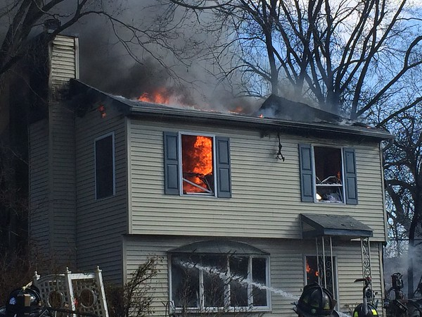 4-4-2015(Camden County) PENNSAUKEN - Stow Road and Union Road - Dwelling Fire - All Hands Operating