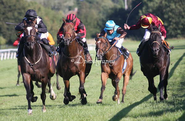 Inaya (GB) far left heading for win in the Danish Oaks 2015
