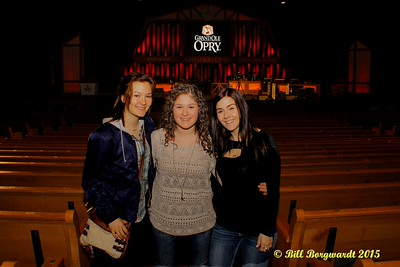 Julia Nicholson, Sydney Mae, Jessy Mossop - Opry backstage - Nashville 15 0241
