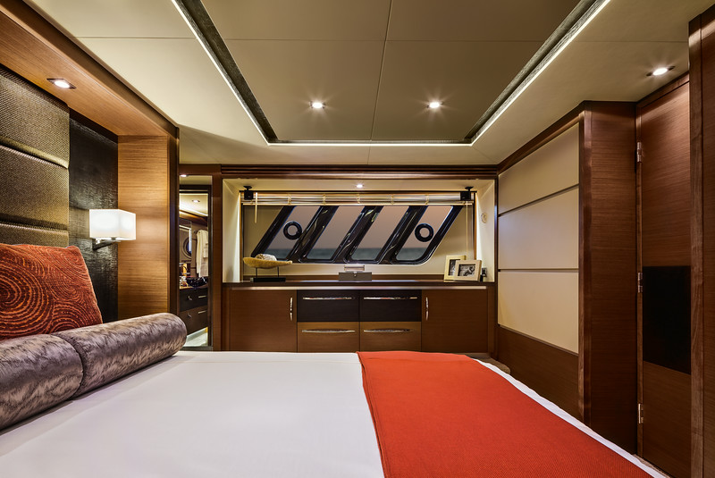 L650 (Fly) Master Stateroom Transverse Perspective