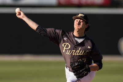 Shane Bryant pitches during the Purdue baseball game against Illinois State on April 28, 2015