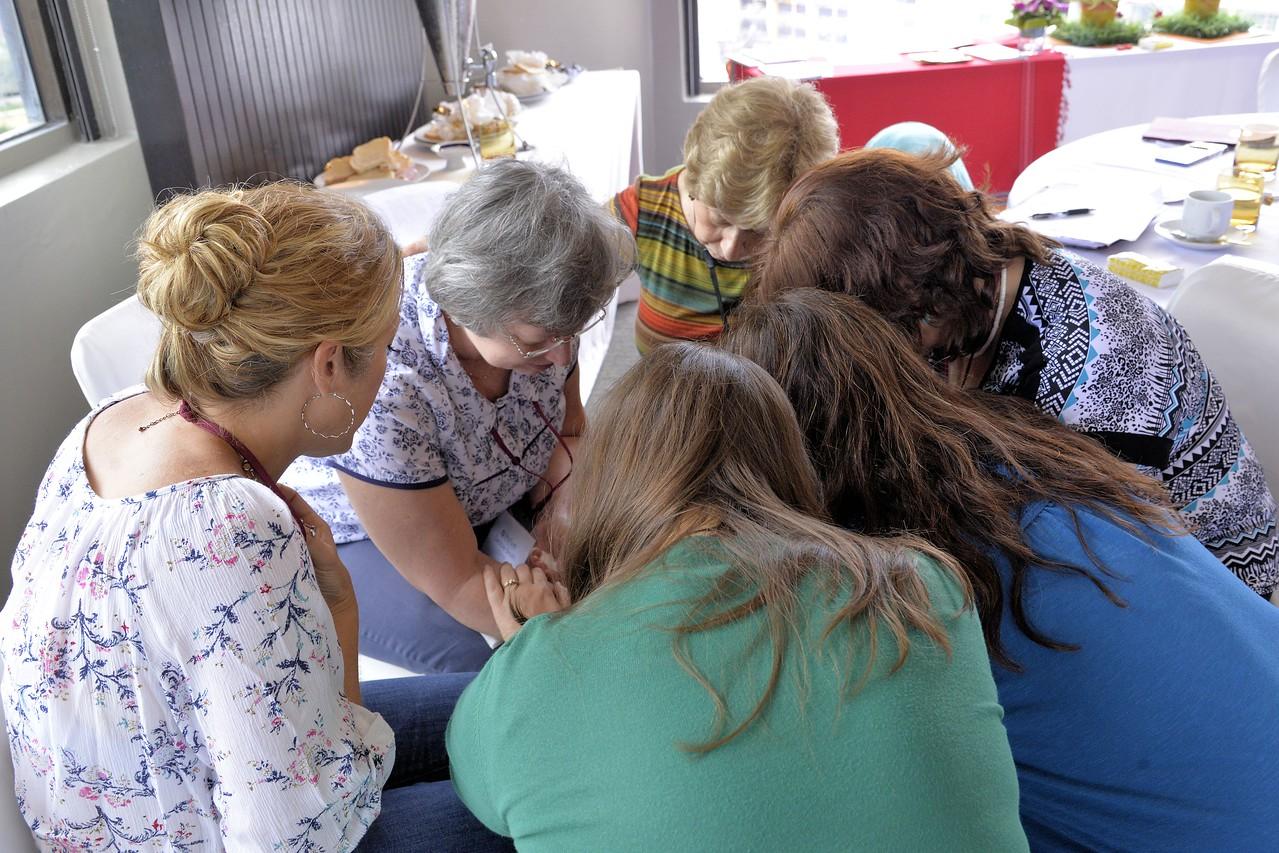 _DG16726-12R Small group prayer