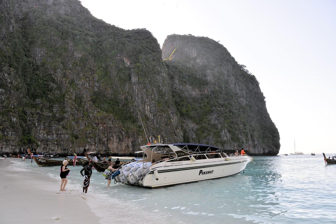 _DG17533-12R Boarding at Maya Bay
