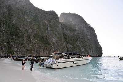 _DG17533-12R Boarding at Maya Bay