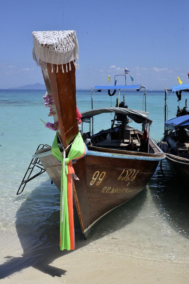 _DG17385-12R Thai Boat
