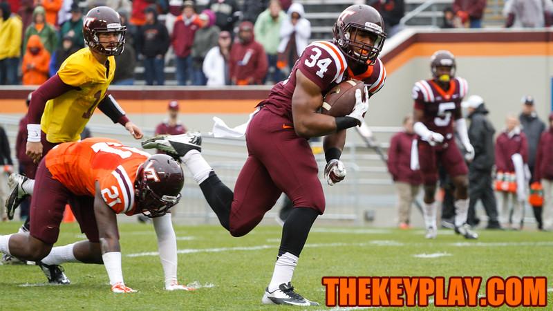 Travon McMillian breaks a tackle on a touchdown run. (Mark Umansky/TheKeyPlay.com)
