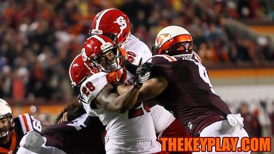 Ken Ekanem (4) battles NC State's Jaylen Samuels as he tries to get to the football. (Mark Umansky/TheKeyPlay.com)