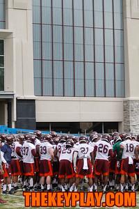 The team huddles up near midfield. (Mark Umansky/TheKeyPlay.com)