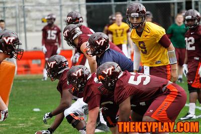 QB Brenden Motley works with the offensive line. (Mark Umansky/TheKeyPlay.com)