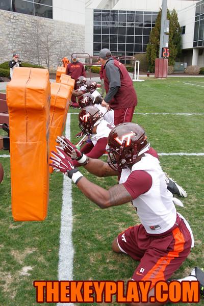The defensive line goes through drills. (Mark Umansky/TheKeyPlay.com)