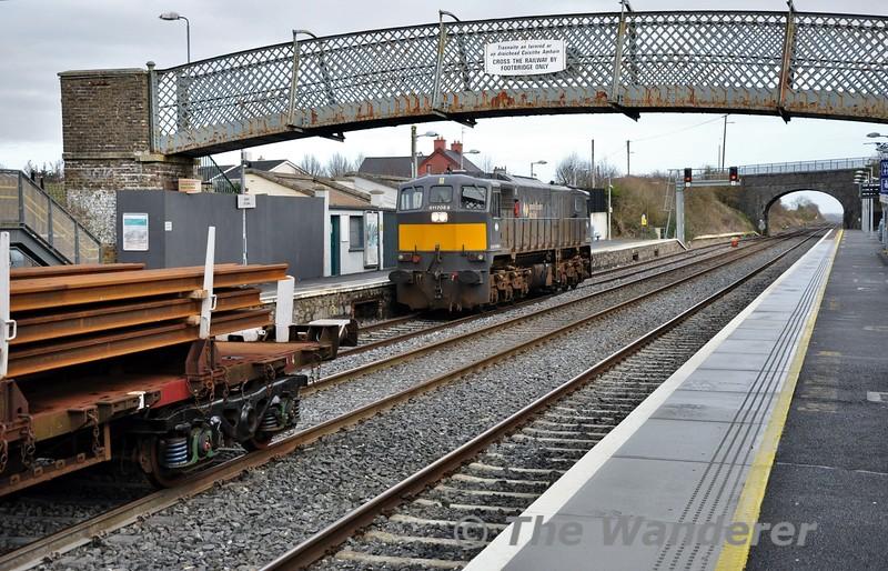 088 runs around the 0950 Belview - Portlaoise Steel Train at Kildare. Sat 24.01.15