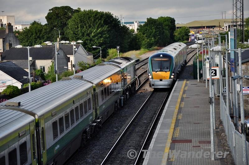 22005 flies through Portlaoise with the 0615 Cork - Heuston non-stop express, while 222 waits to depart with the 0700 Heuston - Cork. Fri 03.07.15