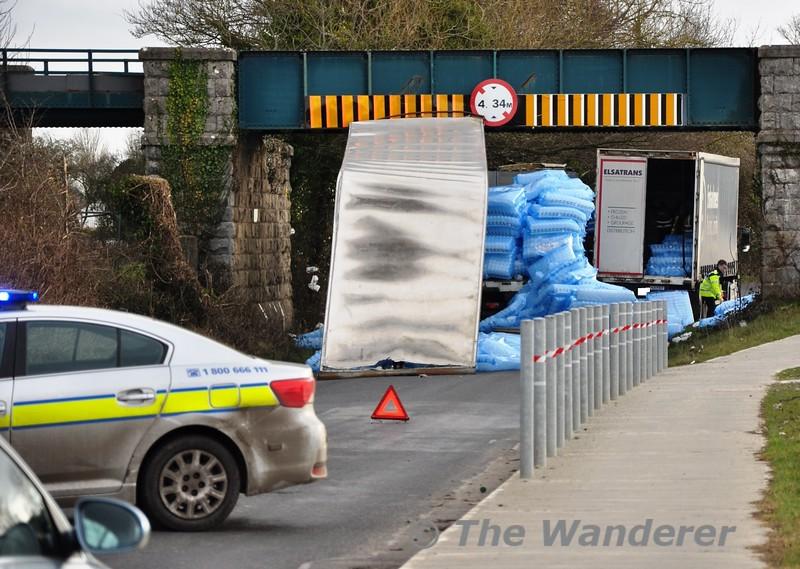 Bridge OBA1 at Portarlington was struck by a lorry carrying empty milk bottles. Fri 06.03.15