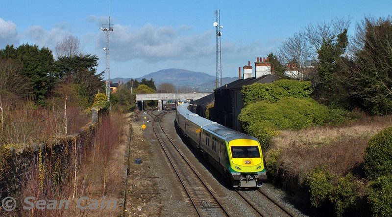 4006 departs Dundalk with the delayed 1115 Trial to Connolly. Wed 04.03.15 <br> <br> Photo courtesy of Sean Cain.