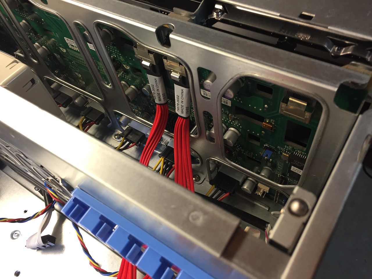 2x SAS2->SATA backplane cables installed