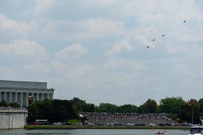 The Mustang formation turning west toward the Mall.