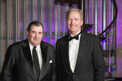 Honoree Thomas J. Cusack, C'77, W'77 and presenter Joseph B. Glossberg, W'63, WG'65.