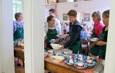 IMG_2124 servers crowd around the kitchen door