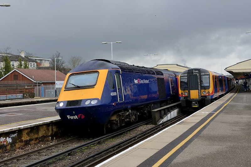 5 April 2015 :: 43009 is the lead power car on 1V76, the 1507 Waterloo to Penzance at Basingstoke as it passes South West Trains 450 030 on platform 1 waiting to form an up stopping service to Waterloo