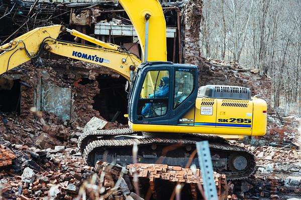 JOED VIERA/STAFF PHOTOGRAPHER- Lockport, NY-EPA crews continue the demolition of the Flintkote Building on Mill Street.