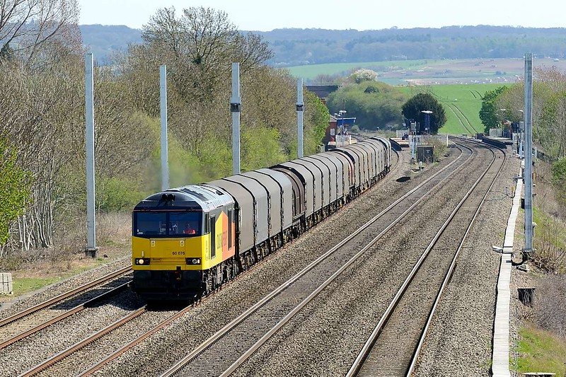 15 April 2015 :: The Colas operated steel train 6V62 from Tilbury to Llanwern is passing Cholsey powered by 60076