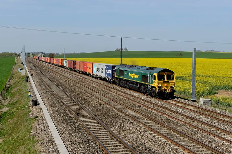 15 April 2015 :: 66532 is passing Cholsey with 4L32 from Bristol to Tilbury which was running an hour late by the time it passed