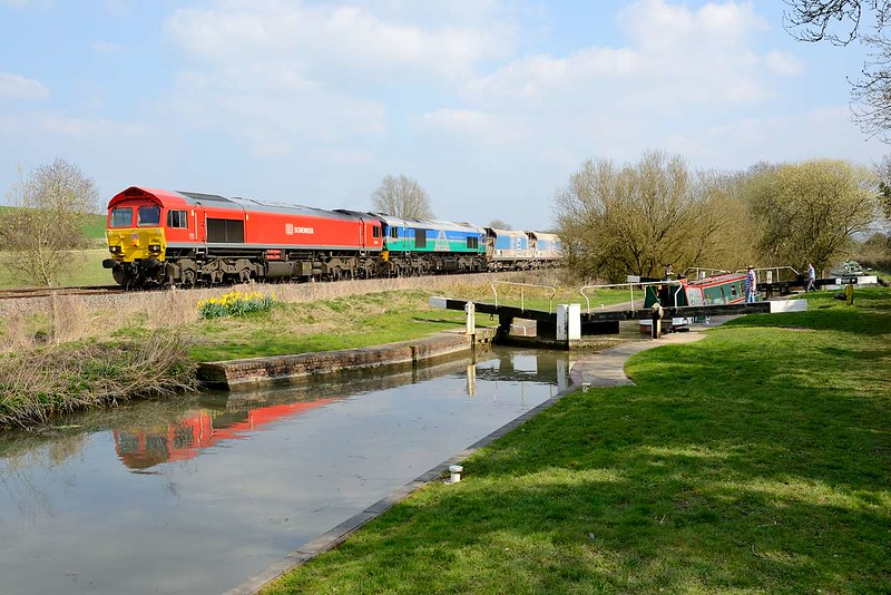 8 April 2015 :: 7C77 from Acton to Merehead is seen near Crofton with 59204 and 59001