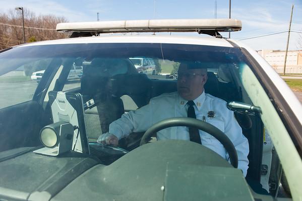 JOED VIERA/STAFF PHOTOGRAPHER-Locktport, NY-Niagara County Sheriff's Captain Patrick Weidel uses a new system in his car.