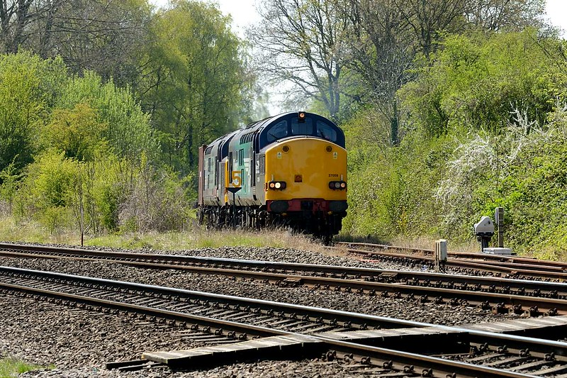 20 April 2015 :: Pictured at Berkeley Road Junction waiting to leave the branch line is 37059 and 37610 forming 6M56 to Crewe