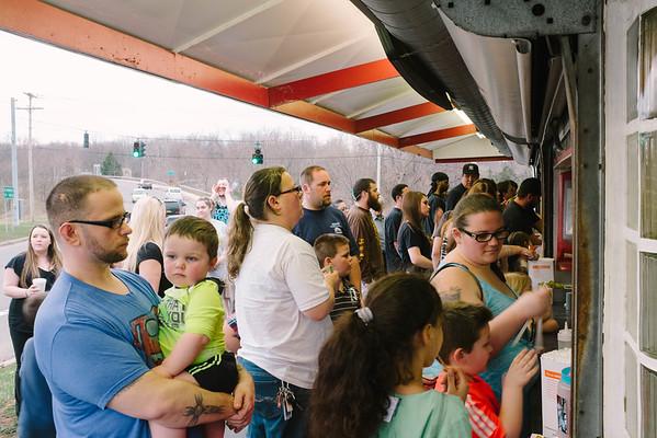 JOED VIERA/STAFF PHOTOGRAPHER- Lockport, NY-Reid's serves a large crowd on Monday evening.