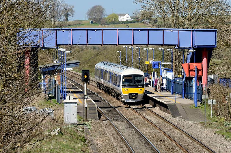 14 April 2015 :: Making a call at Kings Sutton station is 165030 and the train is a late running 1313 from Banbury to Marylebone (1H52)