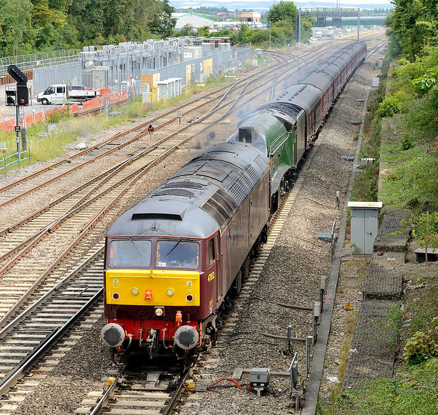 15 August 2015 :: Train 5Z36 from Southall to Bristol is seen at Didcot with 47832 providing the power to haul LNER A4 Class 4-6-2 no 60009 Union of South Africa and its coaches