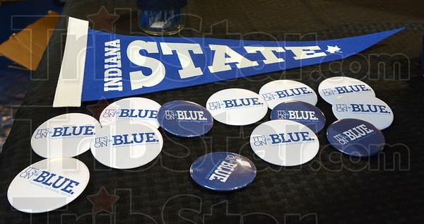 MET081315 blue buttons