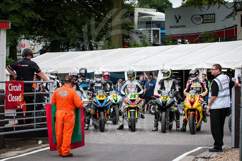 2015-British-Superbikes-08-Cadwell-Park-0001
