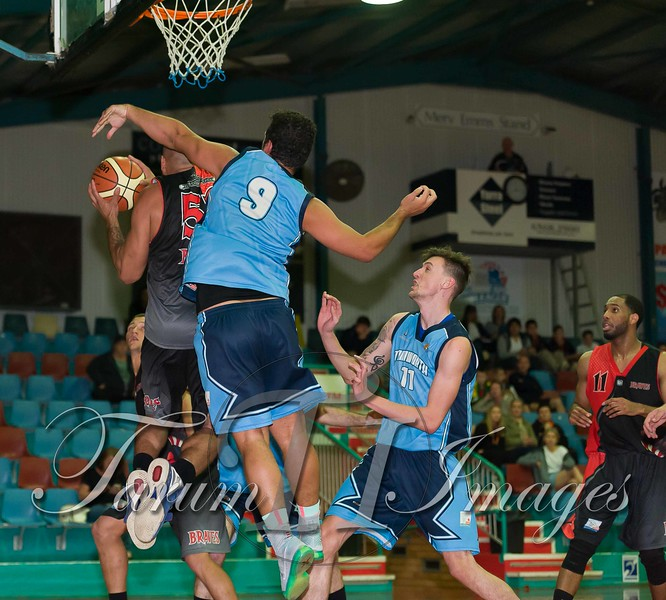 © Braves (70) v Tamworth Thunderbolts (75) 4 July 2015-7798