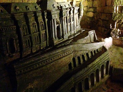 A Building Model in the Paris Catacombs