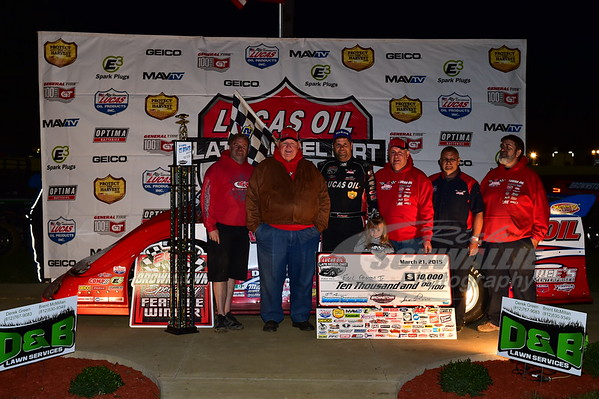Earl Pearson, Jr. and crew in Victory Lane with Izzy