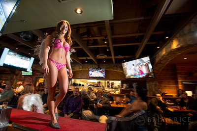 Twin Peaks Independence Victoria's Secret Fashion Show 12.08.15