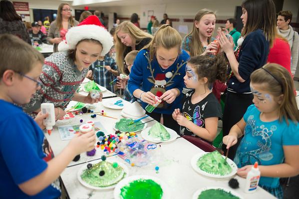 JOED VIERA/STAFF PHOTOGRAPHER Pendleton, NY-Kids make Christmas decorations at Starpoint's Winterfest.