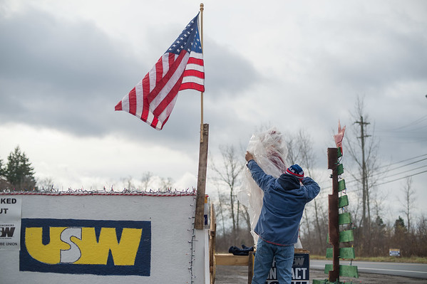 JOED VIERA/STAFF PHOTOGRAPHER Lockport, NY-Jim Harrison decorates a shack made by the locked out workers at ATI.