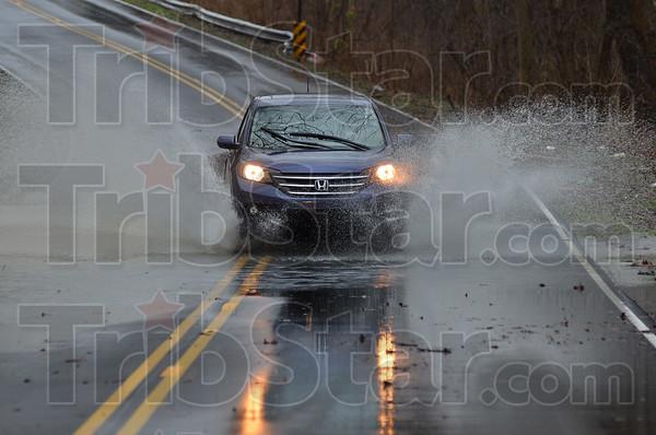 MET122815flooding splash