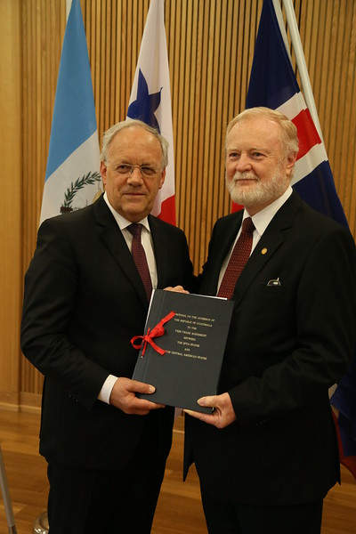 Mr Johann N. Schneider-Ammann, Federal Councillor, Head of the Federal Department of Economic Affairs, Education and Research, Switzerland, and Mr Eduardo Sperisen-Yurt, Ambassador, Permanent Representation of Guatemala to the WTO, Geneva.