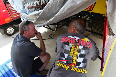 Billy Moyer talks with Keith Berner of Accu-Force Shock Dyno