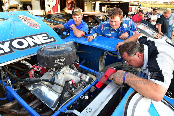 Bill Schlieper of Pro Power Race Engines tunes on Brandon Sheppard's entry.