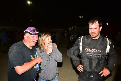 Jonathan Davenport finished 2nd to Scott Bloomquist but was declared the winner after Bloomquist failed to make weight.